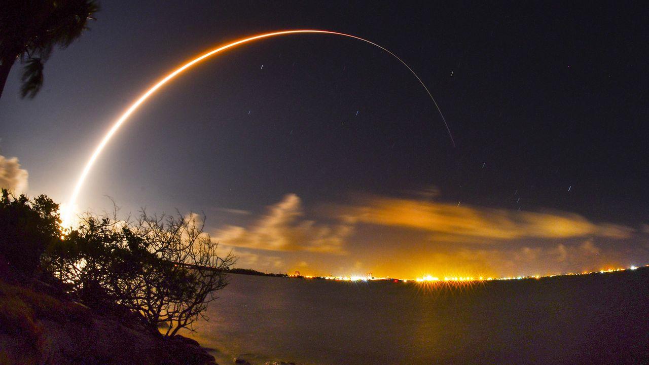 Lancement d'une fusée transportant un satellite depuis la base aérienne de Cap Canaveral en Floride. [Malcolm Denemark - AP/Keystone]