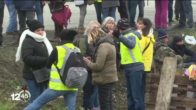 """France: le mouvement """"Gilets jaunes"""" fête son 1er anniversaire, 12 mois marqués par de nombreuses violences. [RTS]"""