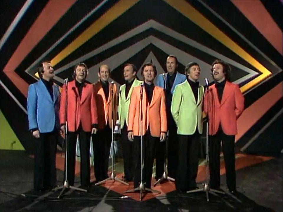 Les Compagnons de la chanson interprètent le célébrissime tube. [RTS]