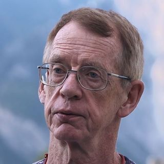 Le journaliste Duncan Campbell a révélé l'existence du réseau d'espionnage Echelon. [societe ecran media]