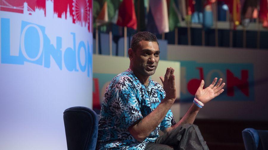 Le secrétaire général d'Amnesty International Kumi Naidoo s'en prend aux géants du net en leur reprochant de faire intrusion dans la vie privée de leurs utilisateurs.
