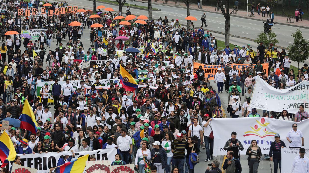 Des dizaines de milliers de manifestants sont sortis dans la rue en Colombie. [Luisa Gonzalez - Reuters]