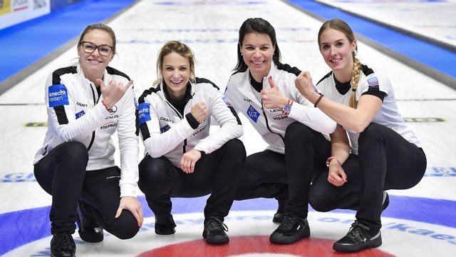 Alina Paetz, Silvana Tirinzoni, Esther Neuenschwander et Melanie Barbezat étaient menées 3-1 après 4 ends. [Jonas Ekstromer - Keystone]