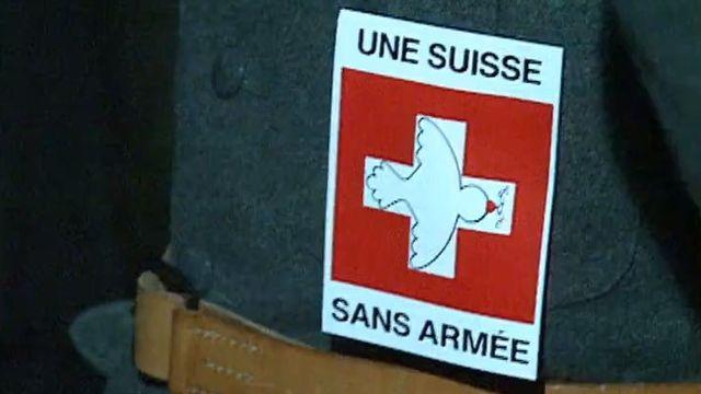 L'initiative pour une Suisse sans armée a 30 ans. [RTS]