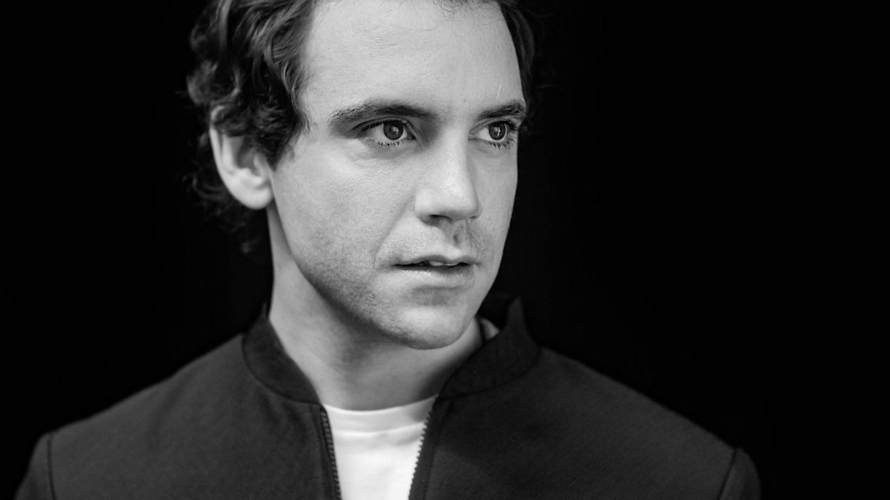 Le chanteur Mika se dévoile et présente son nouvel album [Anne Kearney - RTS]