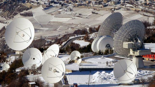 Une trentaine d'antennes se trouvent sur le site du Brentjong. La majorité d'entre elles sont gérées par Robert James Kubbernus, qui compte parmi ses clients la NSA. [Andree-Noelle Pot - Keystone]