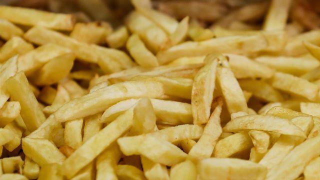 Le chlorprophame est notamment utilisé pour la culture des patates utilisées pour préparer les frites. [Stéphanie Lecocq - EPA]
