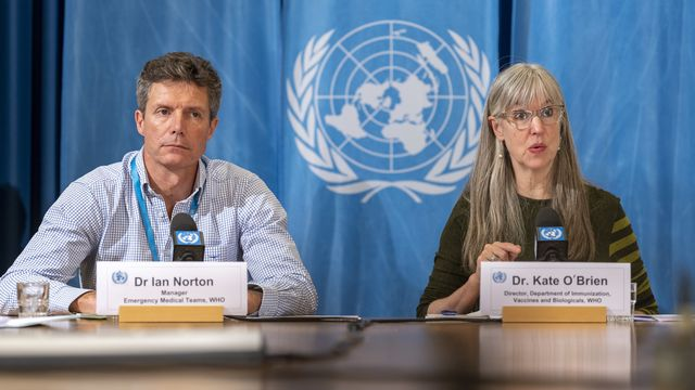Ian Norton et Kate O'Brien de l'OMS devant la presse à Genève, 27.11.2019 [Martial Trezzini - Keystone]