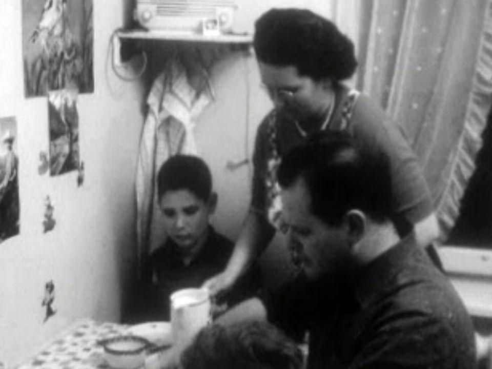 Le quotidien des ouvriers en Suisse dans les années 60.