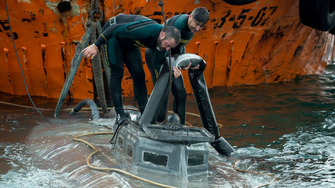 Les brigades anti-drogues ont intercepté un sous-marin transportant 3 tonnes de cocaïne. [LALO R. VILLAR  - AFP]