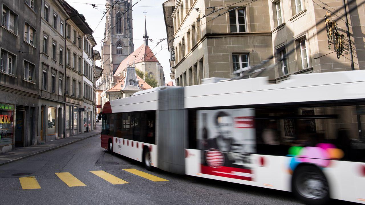 L'idée est de valoriser les transports publics et d'aider les jeunes. [Jean-Christophe Bott - Keystone]
