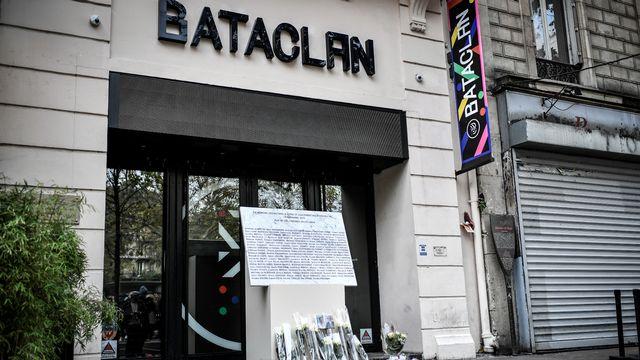 Le 13 novembre 2015, trois commandos djihadistes ont commis des attentats dans plusieurs points de Paris, dont la salle de concert Bataclan, faisant 130 morts. [Stéphane de Sakutin - AFP]