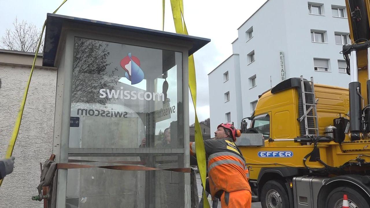 La dernière cabine téléphonique de Suisse part au musée [RTS]