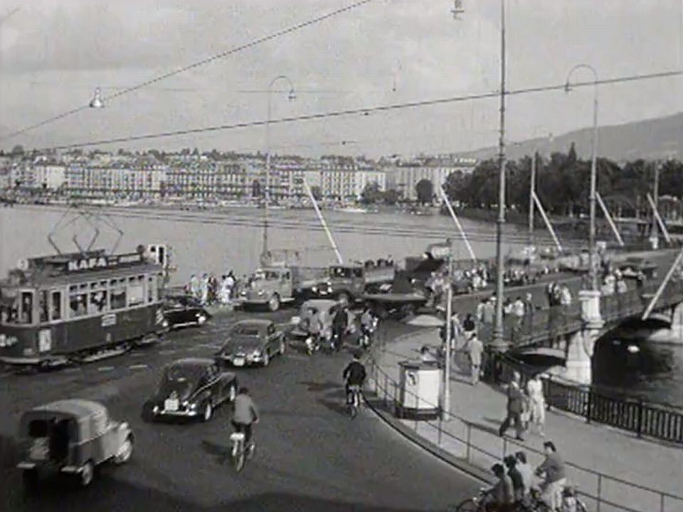 Ca circule à Genève en 1956. [RTS]
