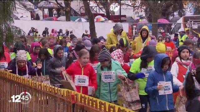 Pas de chance pour les enfants: la course de l'Escalade se déroule sous des trombes d'eau [RTS]