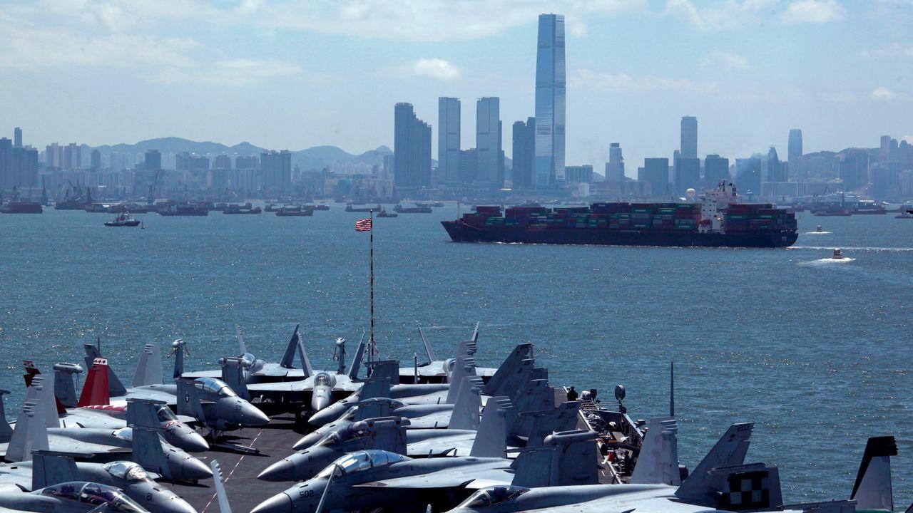 Le porte-avion USS George Washington faisant escale devant Hong Kong en 2012.  [Bobby Yip - Reuters]
