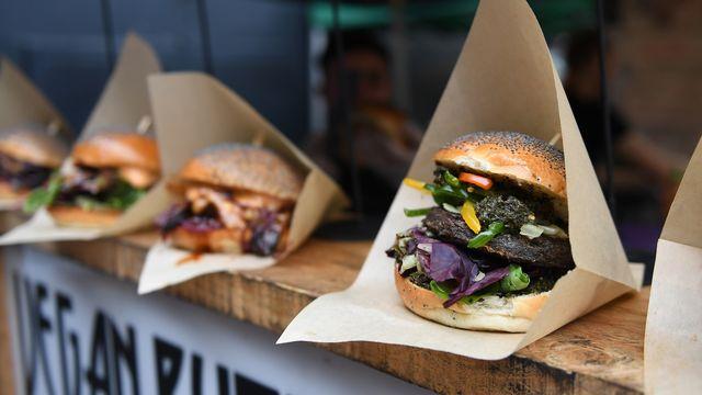 Les industriels se lancent dans la courses aux burgers sans viande. [EPA /Andy Rain - Keystone]