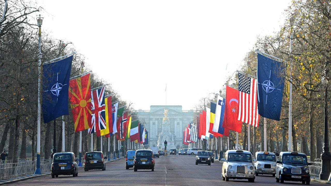Les drapeaux des pays membres de l'OTAN déployés à Londres, ce 2 décembre 2019. [Facundo Arrizabalaga - Epa]
