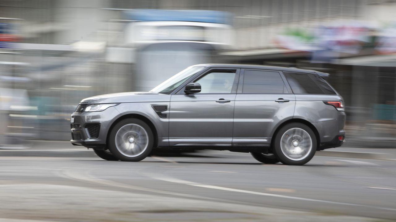 Les SUV sont 6 fois plus nombreux qu'en 2010 malgré le lourd impact écologique. [Gaetan Bally - Keystone]