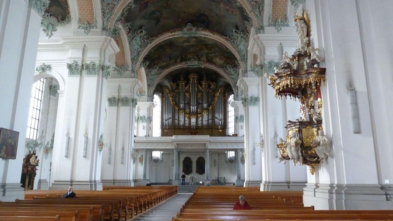 Intérieur de l'Abbaye baroque de Saint-Gall. [Thibaut Kahlbacher - RTS]