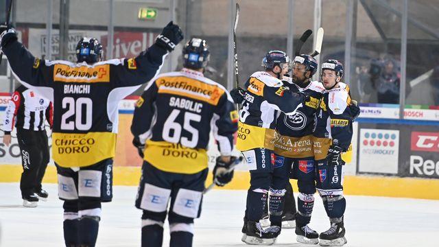 Les joueurs lévantins jubilent après leur victoire à domicile contre Zoug. [Michela Locatelli - freshfocus]
