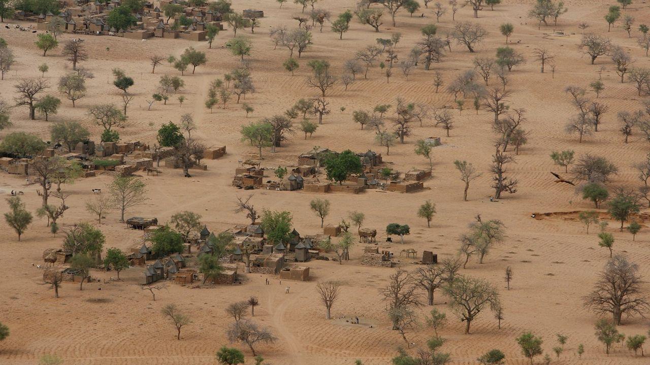 Un village du Sahel, ici au Mali. [EPA/Nic Bothma - Keystone]