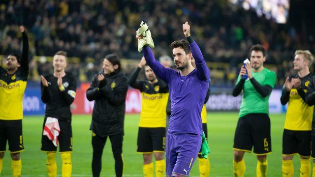 Roman Bürki a longuement été applaudi par le public de Dortmund. [Bernd Thissen - Keystone]