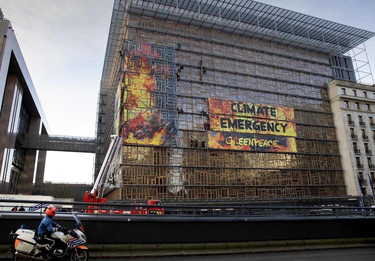 Greenpeace alerte sur l#039;#034;urgence climatique#034; avant le sommet européen