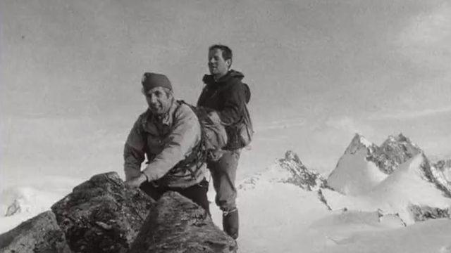 Le guide de montagne Camille Bournissen (à droite) avec le réalisateur Paul Siegrist en 1969. [RTS]