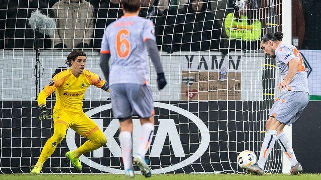 Brillant le week-end dernier contre le Bayern, Sommer n'a pas brillé contre Basaksehir. [Marius Becker - Keystone]