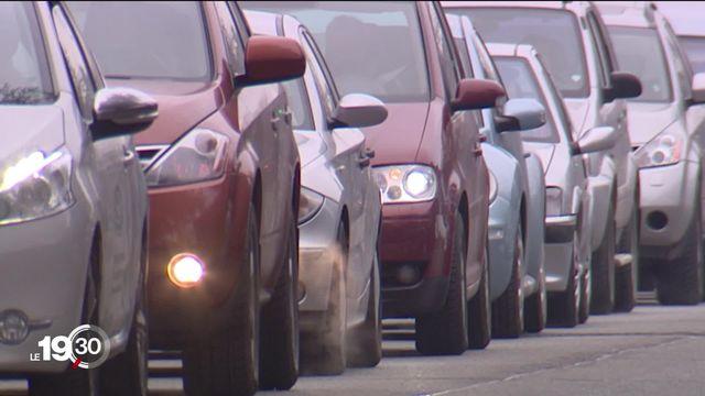 Le Stick'Air est une vignette automobile obligatoire en cas de pic de pollution à Genève. [RTS]