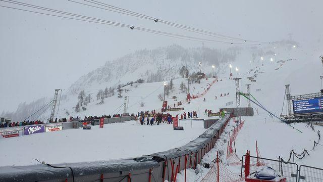 Les conditions météorologiques ont forcé les organisateurs à annuler le slalom de Val d'Isère. [FIS]