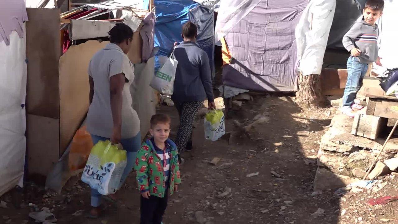 Sur l'île grecque de Samos, des réfugiés s'entassent dans des bidonvilles insalubres [RTS]