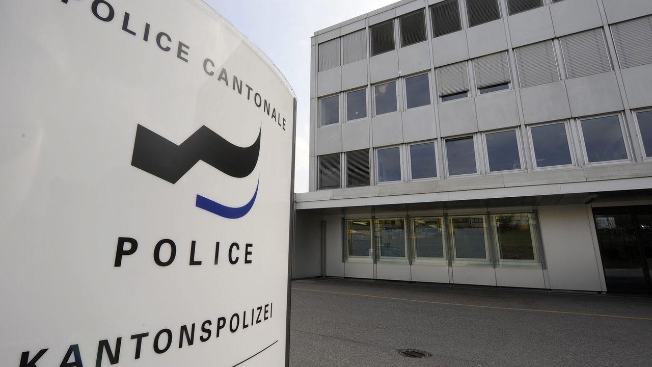 Le Grand conseil fribourgeois a décidé mercredi de confier à la police le mandat de répertorier les agressions dont sont victimes les membres des communautés LGBTI. [Dominic Favre - Keystone ]