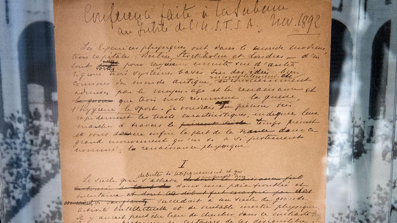 Le manifeste originel des Jeux olympiques, écrit par Pierre de Coubertin, exposé chez Sotheby's à Century City, en Californie. [Mark Ralston - AFP]