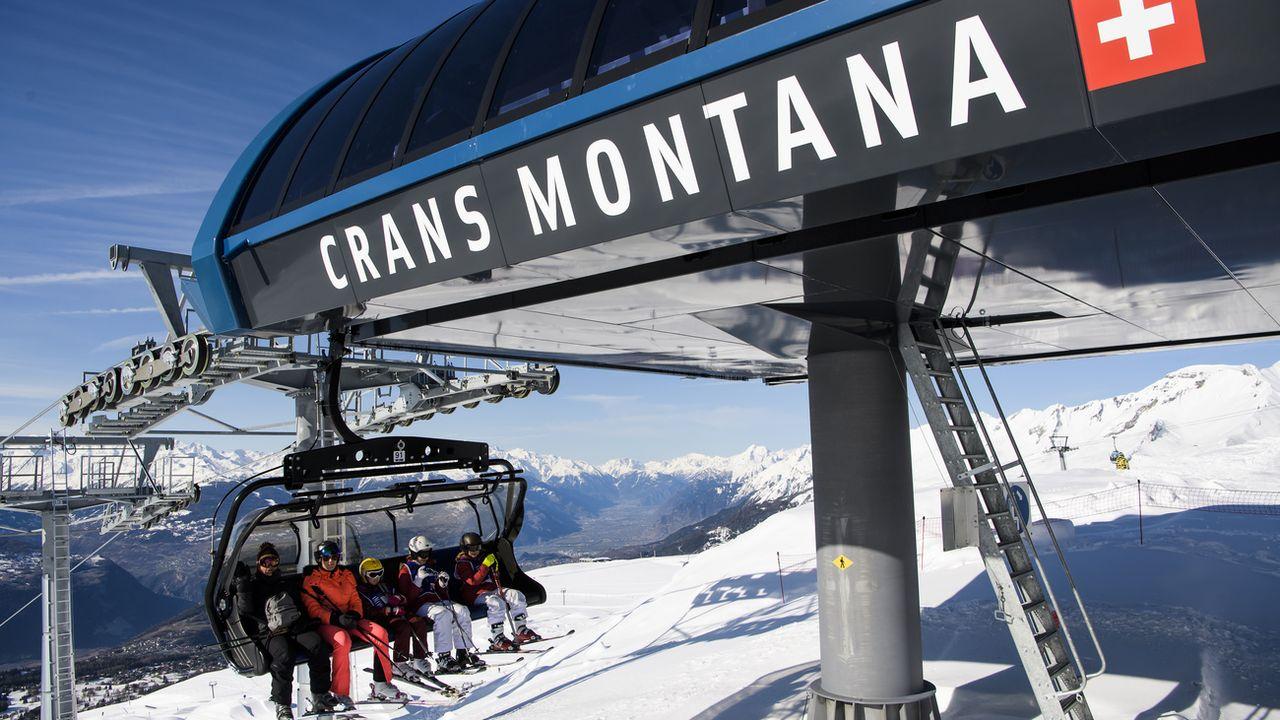 Un télésiège du domaine skiable de Crans-Montana. [Jean-Christophe Bott - Keystone]