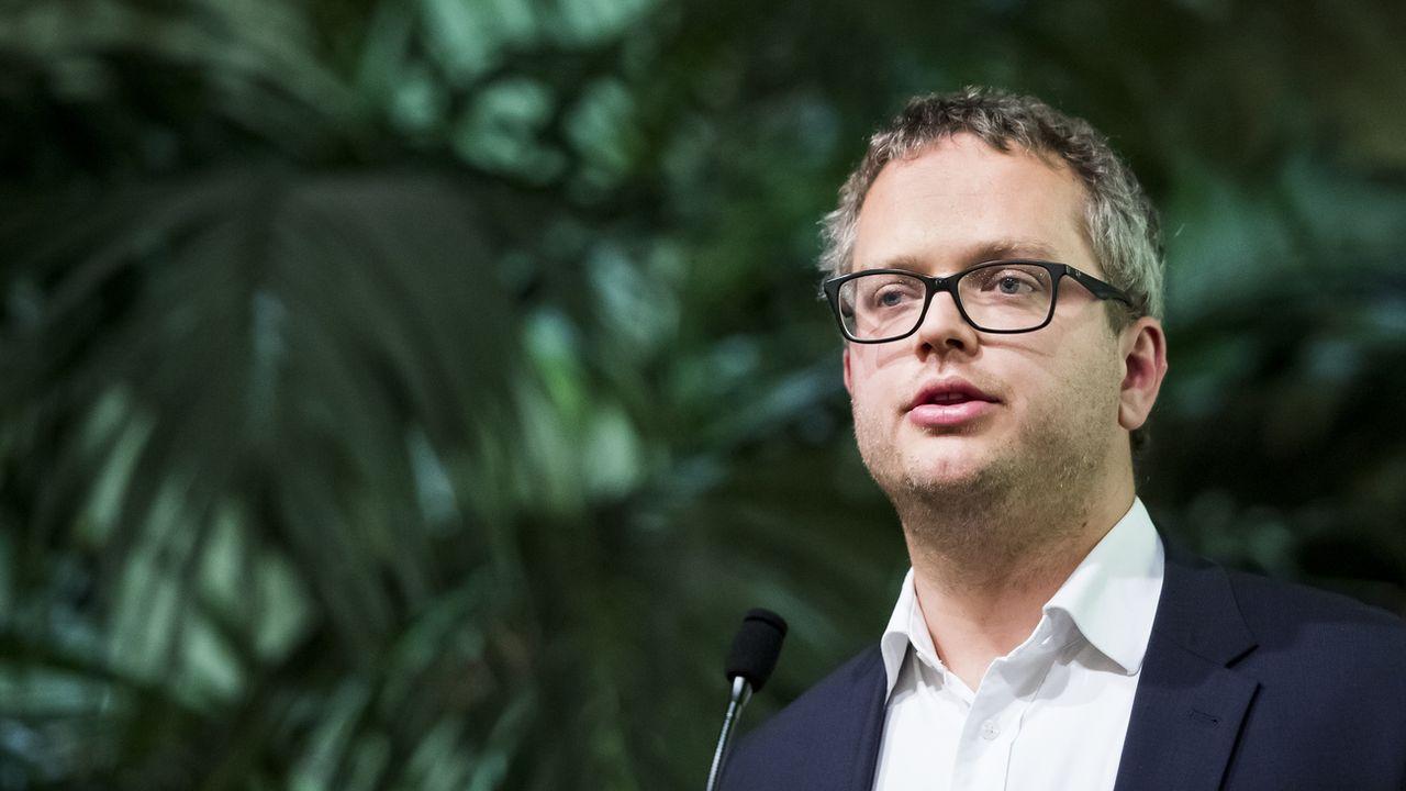 L'avocat Raphaël Mahaim lors d'une assemblée extraordinaire des Verts vaudois. [Jean-Christophe Bott - Keystone]