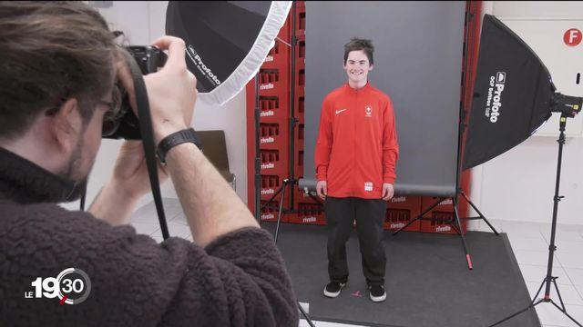 Les tenues des JOJ dévoilées aux athlètes suisses. [RTS]