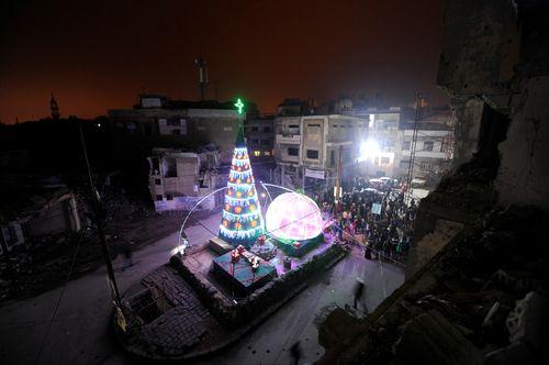 Un sapin de Noël dans une banlieue de Homs, en Syrie.