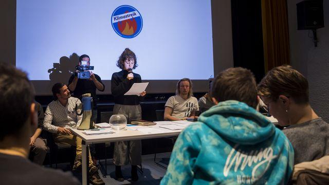 Les membres de la Grève du climat Vaud ont tiré au sort le nom de la candidate à la succession de Jacqueline de Quattro. [Jean-Christophe Bott - Keystone]