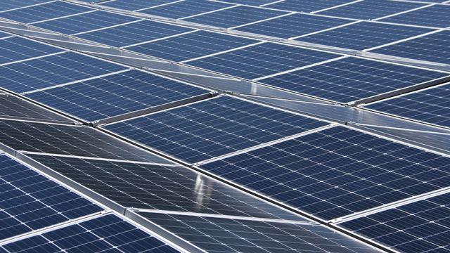 Bientôt une vingtaine de centrales solaires à Delémont grâce à des prêts citoyens. [Gaël Klein - RTS]