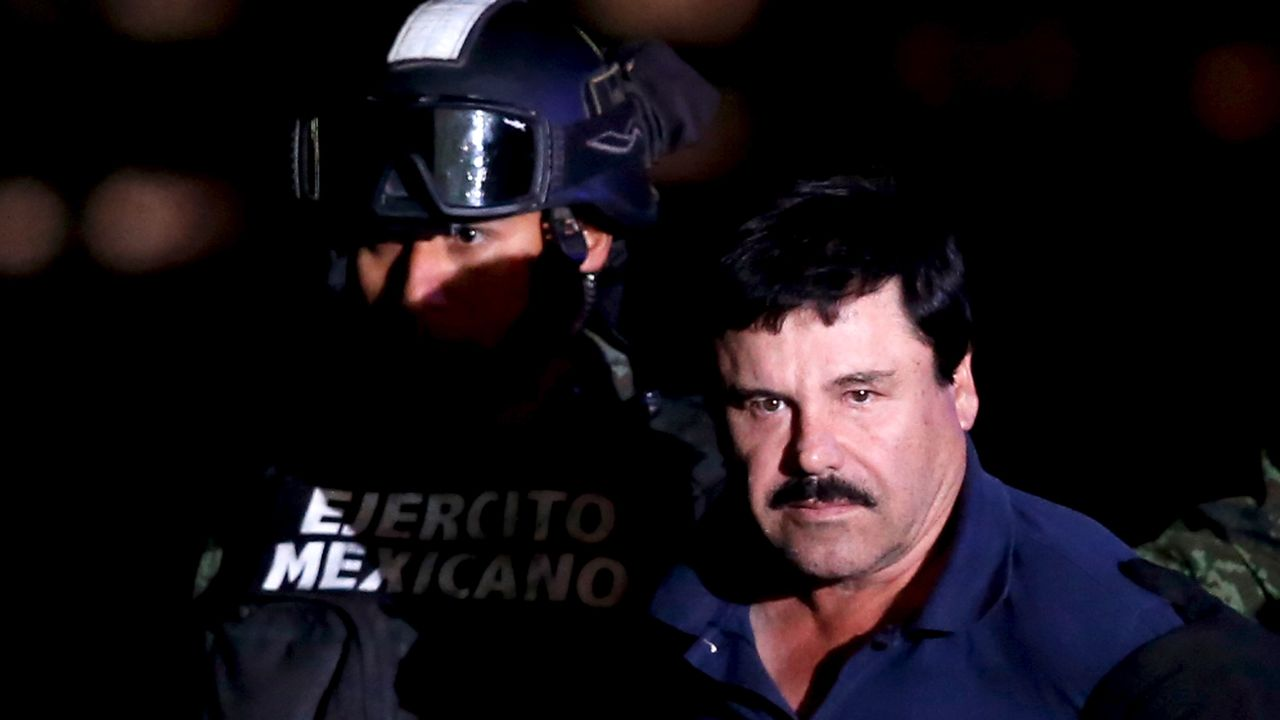 Joaquin Guzman, alias El Chapo, lors de son arrestation en janvier 2016. [Edgard Garrido - Reuters]