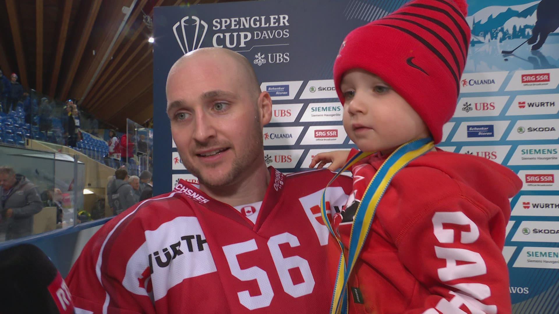 Maxim Noreau et le Canada savourent les grands honneurs — Coupe Spengler