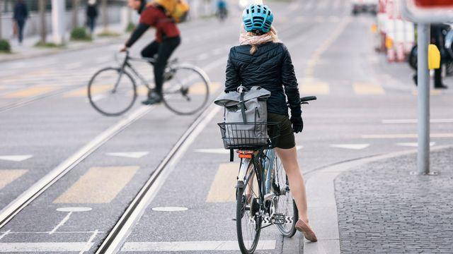 En ville de Zurich, la part du trafic cycliste est passée de 6% en 2010 à 12% en 2015. [Christian Beutler - Keystone]