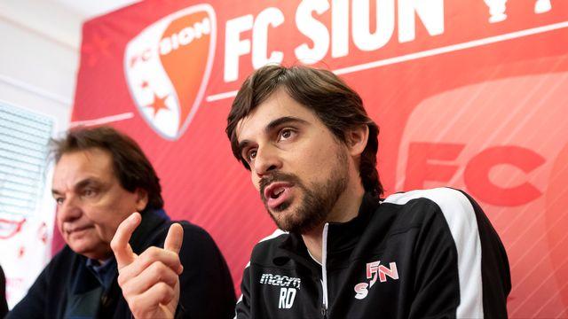 Le nouvel entraîneur Ricardo Dionisio (à droite) a été présenté à la presse à Riddes. [Pascal Muller - Freshfocus]