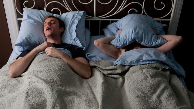 Le ronflement perturbe les nuits. [Megan Maloy - Image Source]