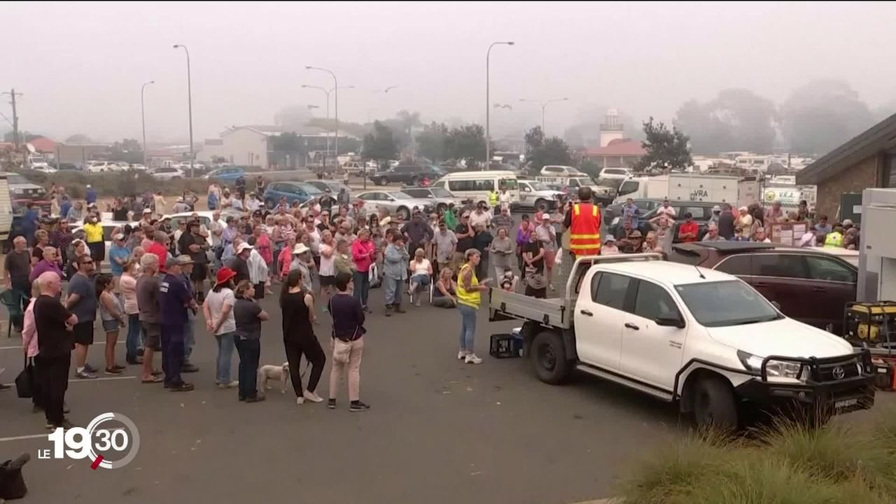 Des dizaines de milliers d'Australiens ont dû évacuer leur domicile pour fuir les incendies aggravés par la chaleur extrême. [RTS]