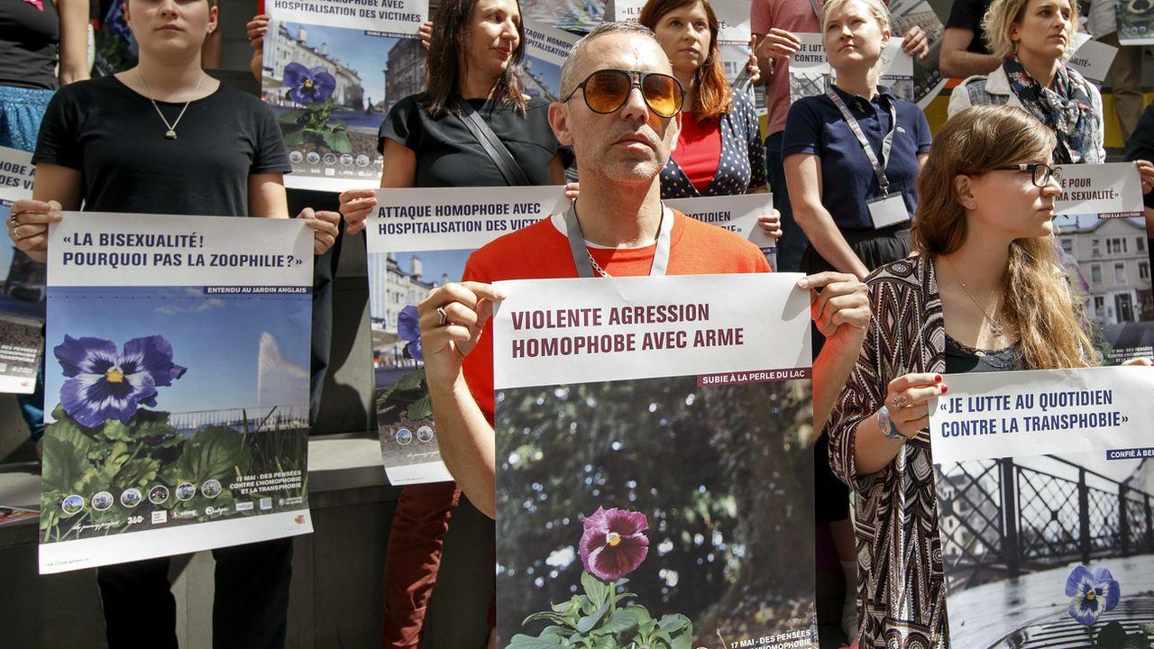 Une flashmob contre l'homophobie à Genève. [Salvatore Di Nolfi - Keystone]