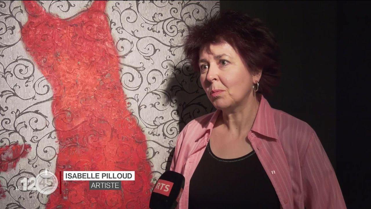L'artiste fribourgeoise Isabelle Pilloud a conçu une exposition basée sur les récits de centaines de femmes, des héroïnes. [RTS]