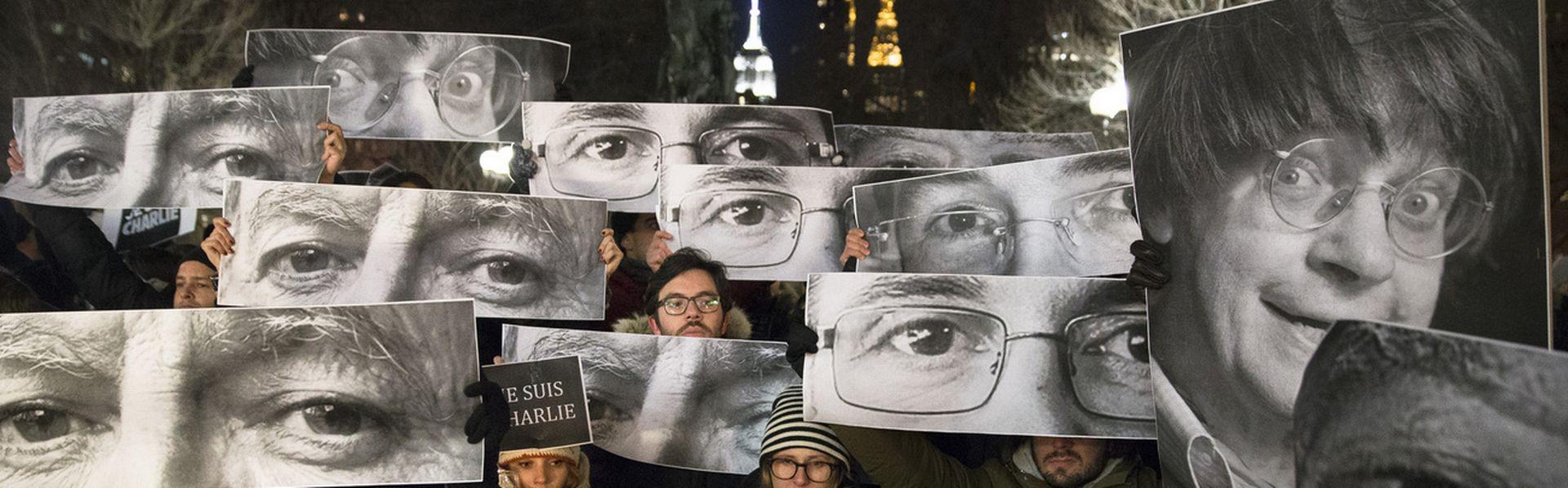 Le 7 janvier 2015, deux terroristes ont ouvert le feu dans la rédaction de Charlie Hebdo, faisant 11 victimes dans la rédaction du journal satirique. [John Minchillo - Keystone]